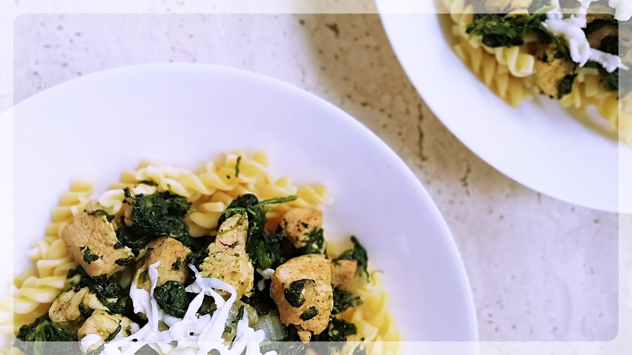 Łatwy i szybki obiad czyli makaron ze szpinakiem – dwie wersje