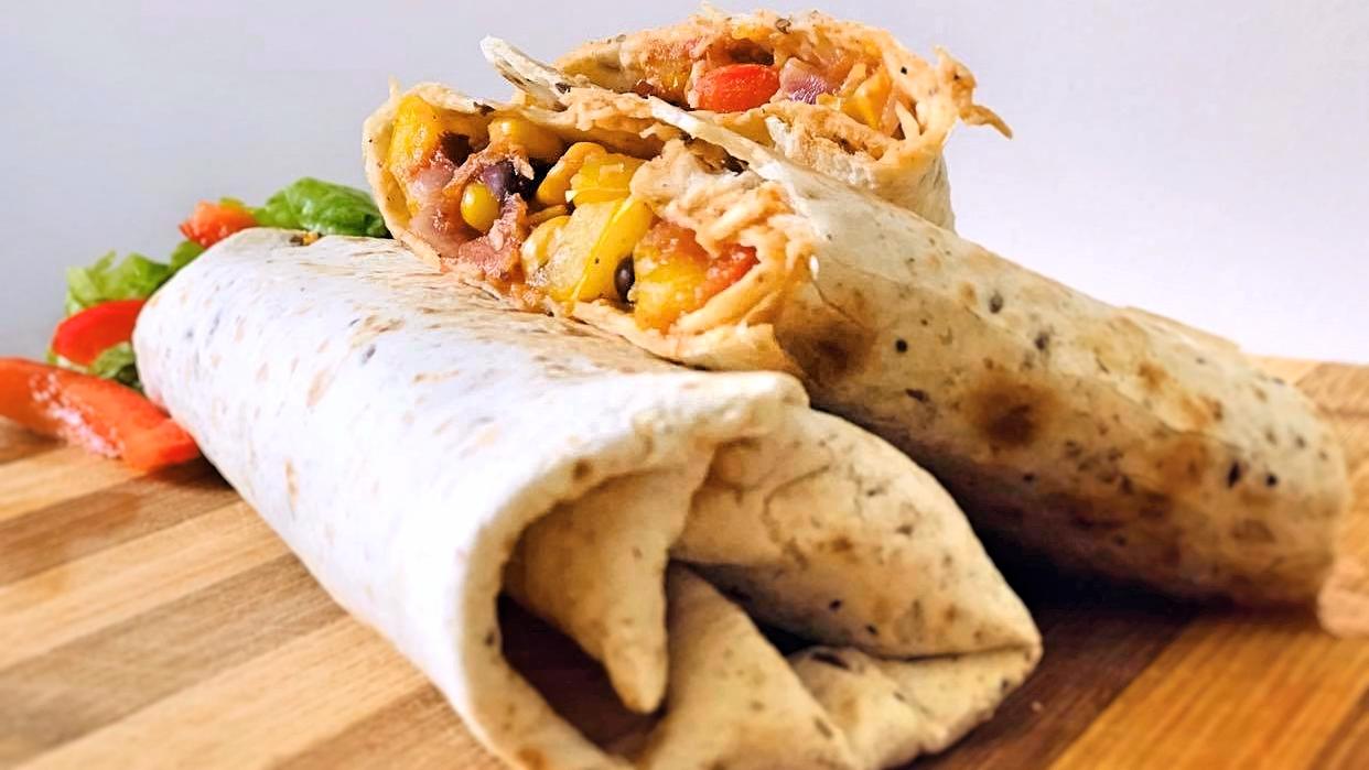 Meksykańskie burrito z kurczakiem i warzywami